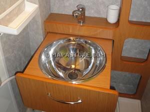 Modifiche interne e personalizzazioni camper - Rifare il bagno del camper ...